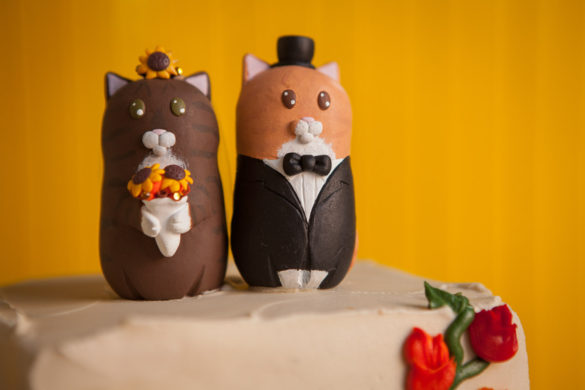 bride and groom cat cake topper